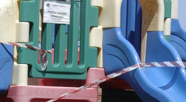 Pesaro, la Fase 2 è green: orario continuato per parchi e sgambatoi, ma i giochi per i bimbi restano off limits
