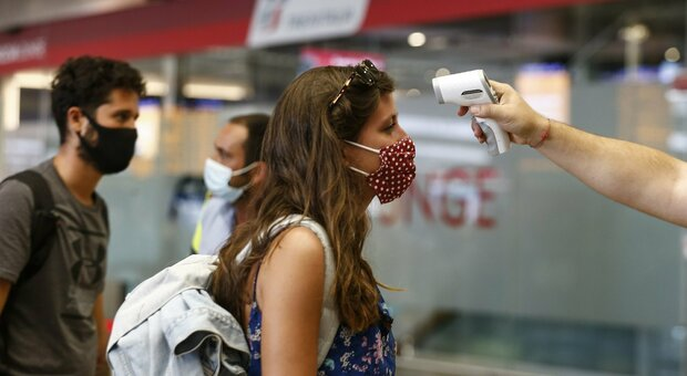 Coronavirus, terapie intensive delle Marche di nuovo vuote. Ma pesa l'effetto viaggi: un contagio su due è di rientro