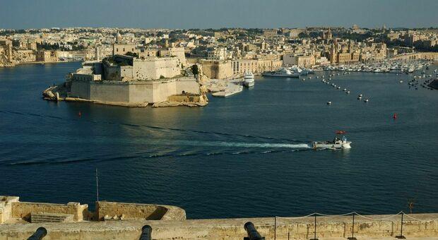 Variante Delta, studenti italiani bloccati a Malta: aumenta il focolaio, 130 in quarantena