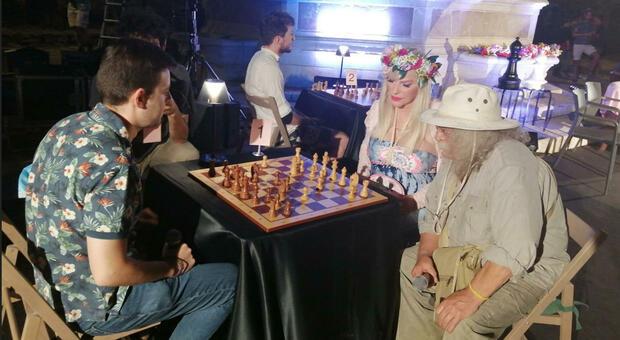 Cicciolina a Perugia per la partita a scacchi multipla in favore di Frigidaire