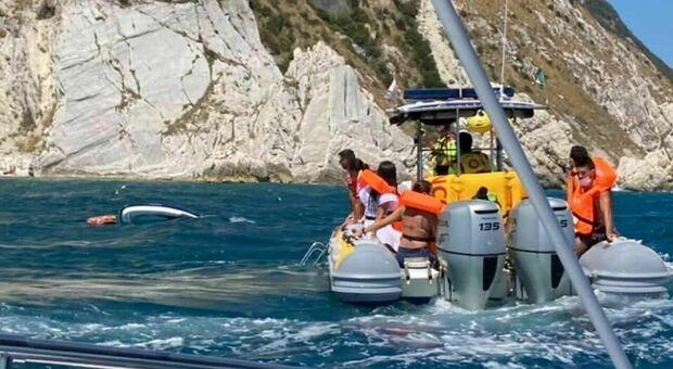 Doppio naufragio alle Due Sorelle: salvati nove turisti, tra loro anche un bimbo di un anno