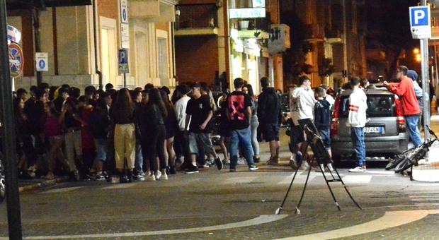 San Benedetto, assembramenti e clienti senza mascherine: locale della movida a rischio chiusura