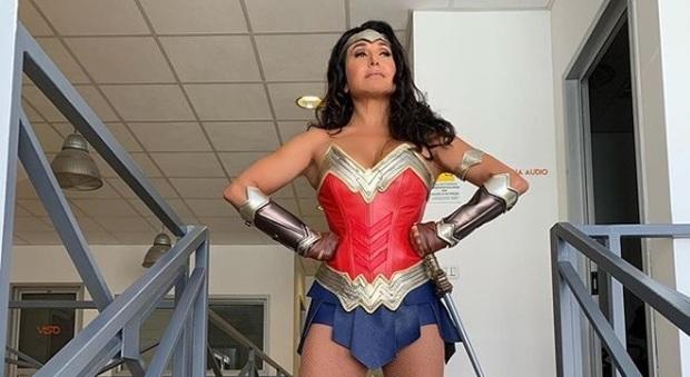 """Barbara D'Urso diventa Wonder Woman nel nuovo promo di """"Live"""" in partenza domenica"""