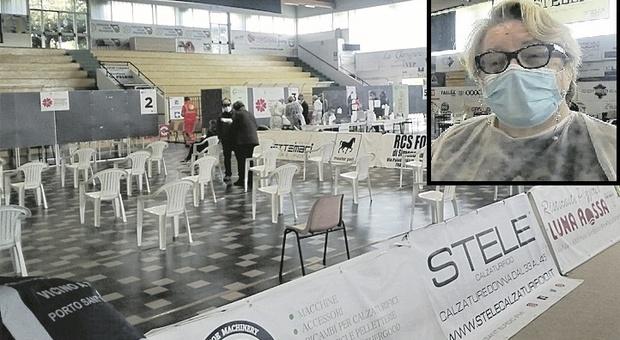 Porto Sant'Elpidio, una Ferrari al passo di una bicicletta, centro vaccini in stand by: «Ci mancano le dosi»