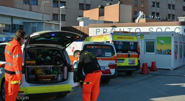 Ambulanze in fila al pronto soccorso di Torrette