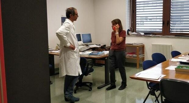 Primo caso in Italia di variante newyorkese, scoperta e isolata a Torrette. Il virologo Menzo: «Forse più resistente al vaccino»
