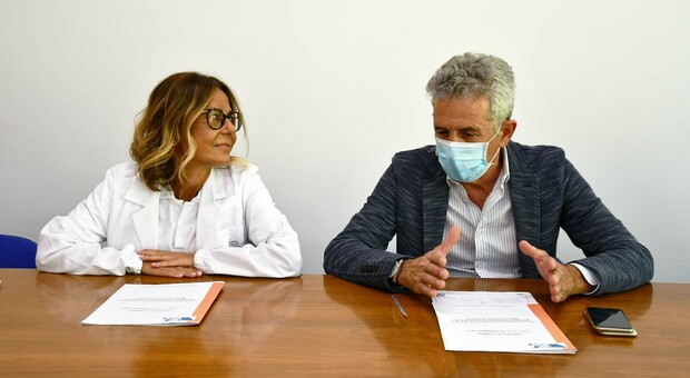 Il nuovo primario di rianimazione Ida Di Giacinto e il direttore dell Area vasta 5 Cesare Milani