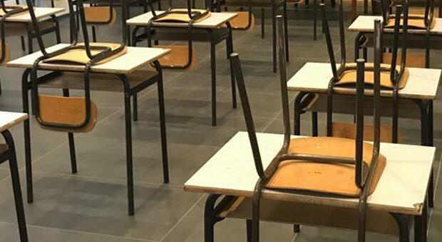 Ancona, picco di contagi Covid e varianti, l'appello dei medici di base: «Chiudete subito le scuole»