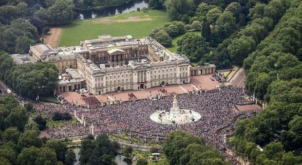 Pic-nic a Buckingham Palace: il giardino della Regina apre ai turisti