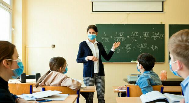La maestra è positiva, a casa gli alunni di tre terze elementari. Altre due classi in isolamento