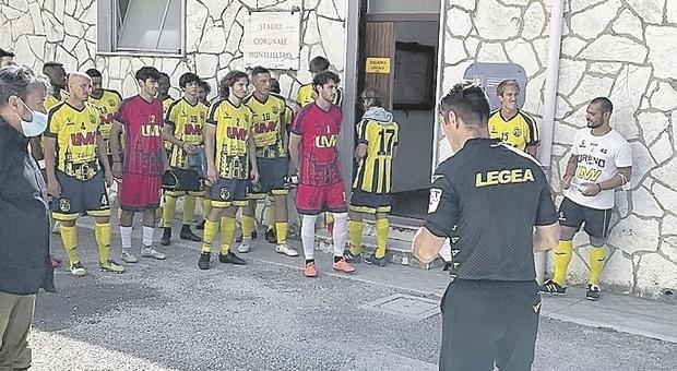 «Mangia banane», scoppia il caso per il razzismo in campo. Urbino calcio furioso: «Hanno sentito tutti»