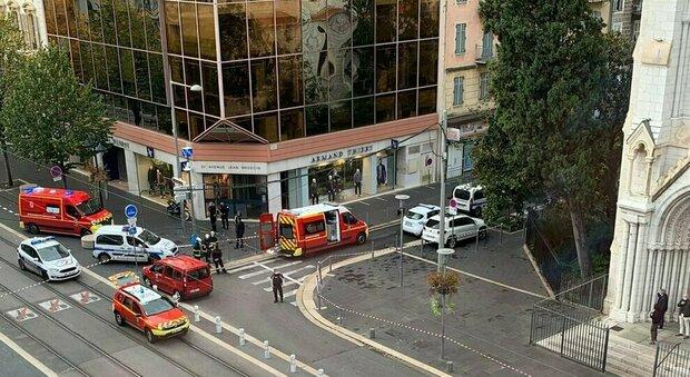 Nizza, attentato a Notre-Dame: donna decapitata, tre morti