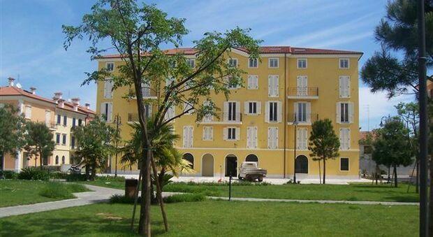 La palazzina del distretto sanitario in piazza del Borgo dove sono concentrati diversi ambulatori