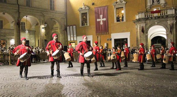 Bandiere e tamburi: riecco la Cavalcata dell'Assunta in festa per i 40 anni