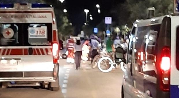 Movida molesta e pericolosa: incidente tra ragazzini alticci in scooter, due all'ospedale