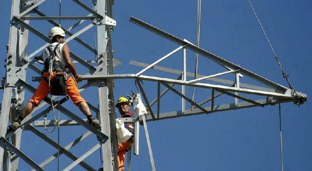 Antenna contestata, partiti i lavori. Ma i cittadini non ci stanno: «Basta, siamo pronti a bloccare il cantiere »