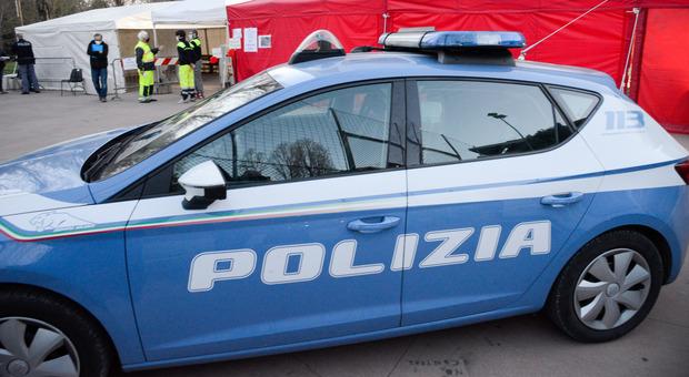 Bloccati con tre chili di hashish nell auto: uno degli occupanti ferisce due agenti