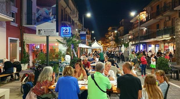 Anghiò, il festival spinge il corso della movida: «Format da esportare in tutto il borgo marinaro»