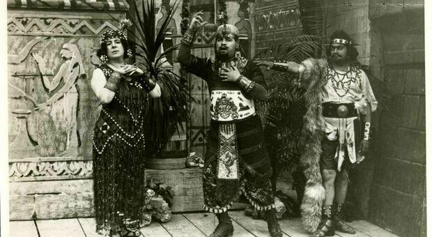 Il cast della prima Aida allo Sferisterio nel 1921: Solari, Noto e Dolci