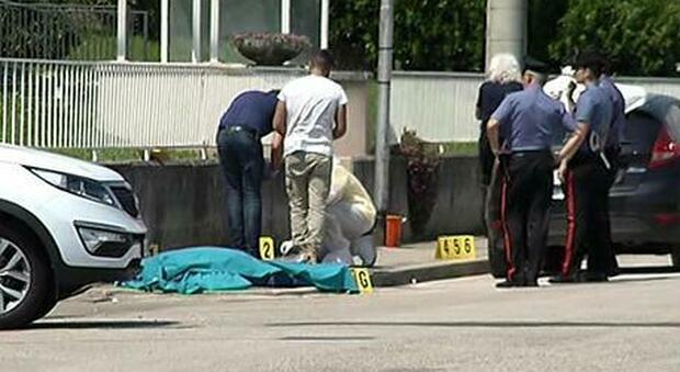 Ucciso a coltellate da un immigrato senzatetto: morto don Roberto, era «il prete degli ultimi»