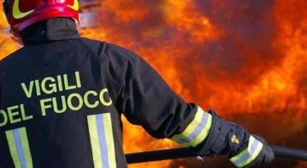 Montecchio, fuoco investe due abitazioni Ingenti danni, tanta paura per i residenti