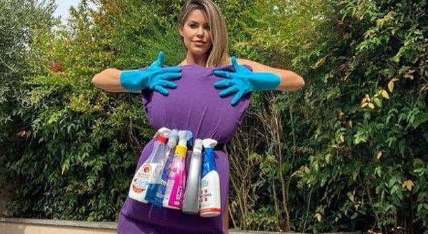 Isolate in casa, le vip si scoprono casalinghe: alle prese con pulizie e fornelli, le foto del lockdown