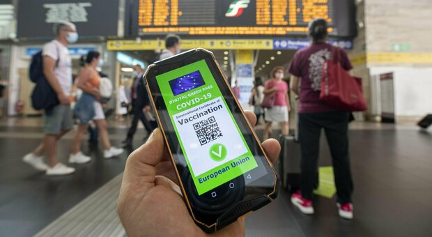 Green pass, come recuperarlo: sms, email, authcode