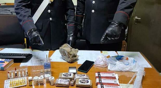 La droga e il materiale sequestrati
