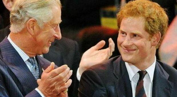 Il principe Carlo rifiuta la domanda della BBC sui «traumi infantili» causati al Principe Harry