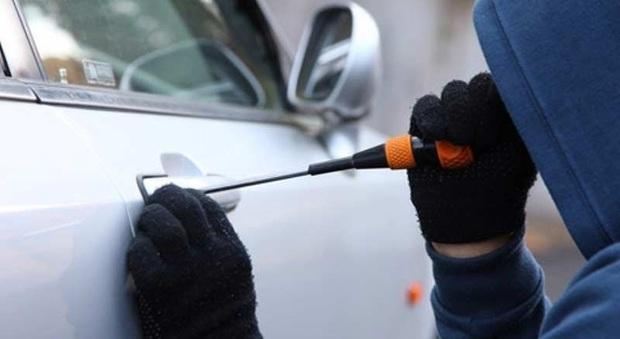 Grottammare, torna l'allarme per i furti d'auto: due ormai smembrate ritrovate in Puglia