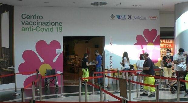 Il centro vaccinale di Pesaro