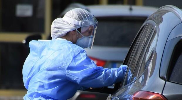 Emergenza Covid nelle Marche, in arrivo 15 medici militari per potenziare i drive test