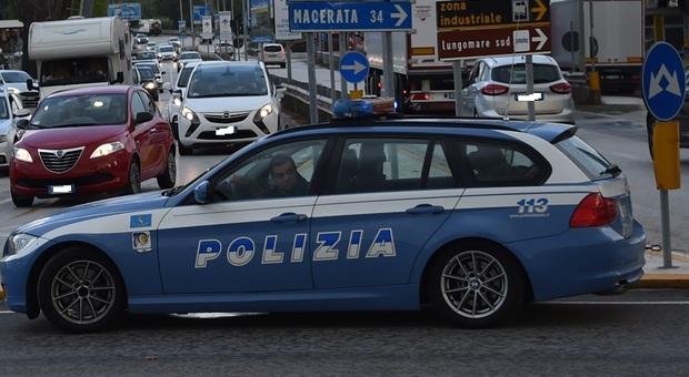 Civitanova, cerca di ingoiare 13 ovuli di eroina: spacciatore arrestato vicino alla stazione