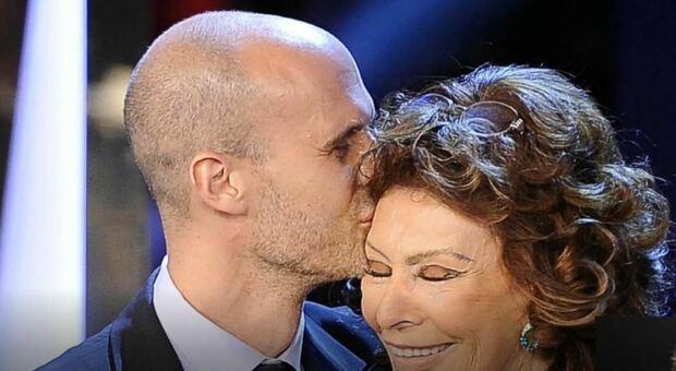 """Rai 2, Tulipani di Seta Nera: lettera a sorpresa di Sophia Loren al figlio Edoardo, premiato per """"La vita davanti a sé"""""""