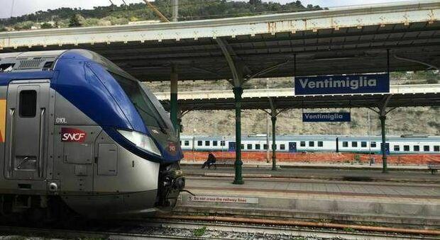 Ventimiglia, migrante folgorato sul tetto del treno: cercava di raggiungere il confine