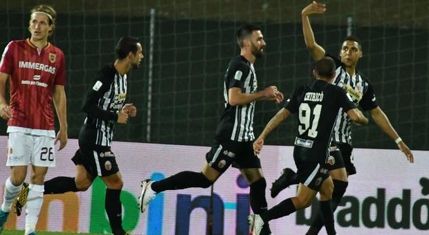 L'Ascoli cerca gloria e punti a Salerno. Pareggio a reti bianche all'intervallo