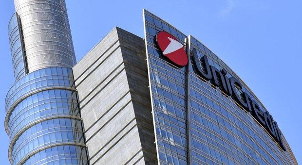 Unicredit, nuovo piano strategico: taglio di 10mila posti. I sindacati: «Faremo a cazzotti»