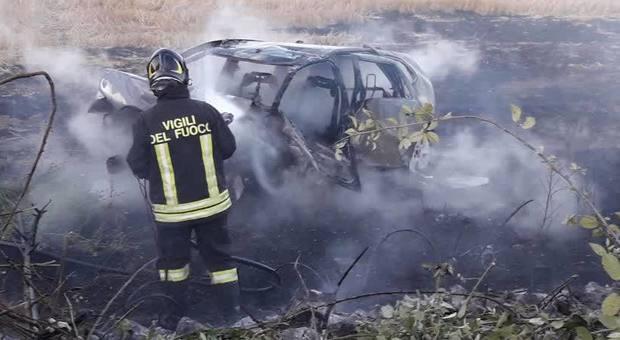 Roma, incidente sull'Aurelia a Palidoro: due morti nell'auto in fiamme
