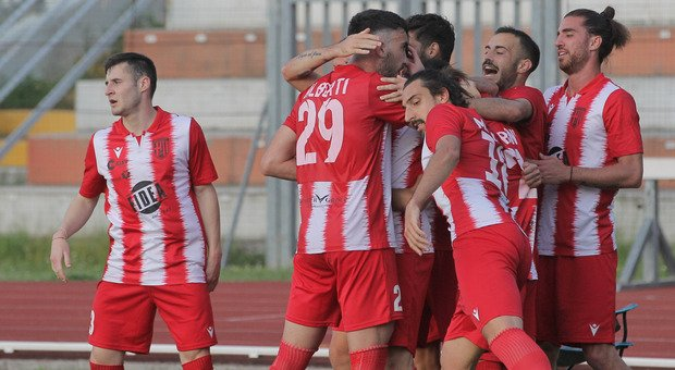 I giocatori del Matelica dopo un gol segnato contro la Samb nel primo turno dei playoff