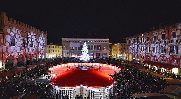 Pesaro, il Covid cancella mercatini, spettacoli e pista di ghiaccio: «Sarà un Natale diverso ma non perso»