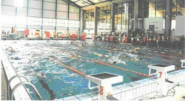 Il rebus senza fine della piscina comunale Gregori: «Non sappiamo dove andare»