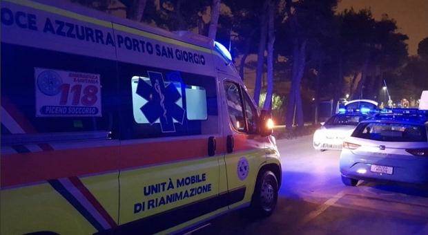 Un'altra notte violenta: ventenne accerchiato da quattro giovani e colpito con pugni e calci