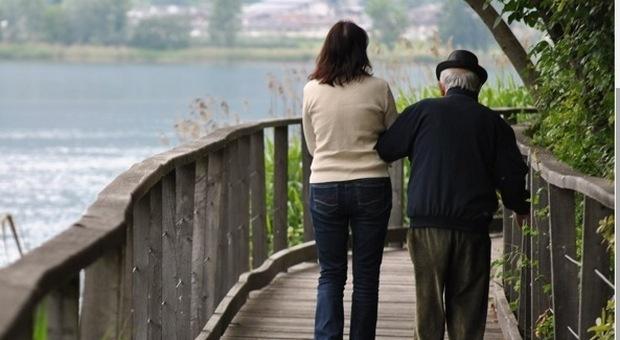 Il conto di una coppia di anziani prosciugato dalle badanti infedeli