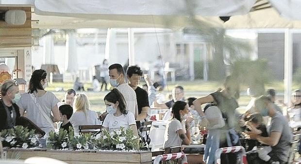 Pesaro, controlli post coprifuoco, baristi e ristoratori chiedono regole certe: «Punire chi sgarra, non la categoria»