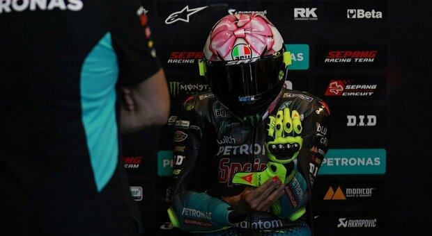 Valentino Rossi, fiocco rosa sul casco per l'arrivo della prima figlia. Cosa ci ha scritto su