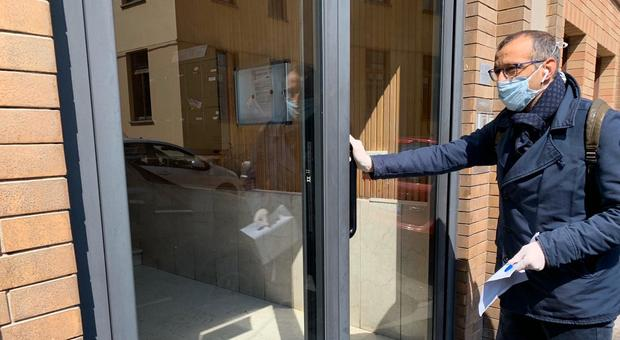 Pesaro, un tesoretto da 250mila euro per i buoni spesa Coronavirus: «Aiuti a chi paga affitto o mutuo»