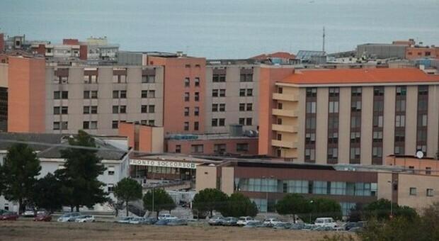 Ricoveri e operazioni in calo ma aumentano trapianti e urgenze: così l'ospedale di Torrette regge al virus