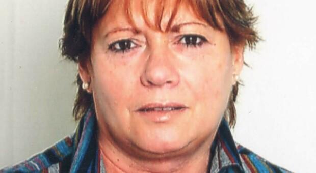 Tanti insegnanti all addio alla maestra Maria Caterina Lorenzetti scomparsa a 68 anni