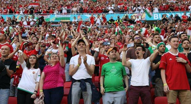 Budapest, i tifosi tornano allo stadio senza mascherine: per Ungheria-Portogallo c'è il tutto esaurito