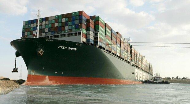 La nave Ever Given che si è incagliata nel Canale di Suez
